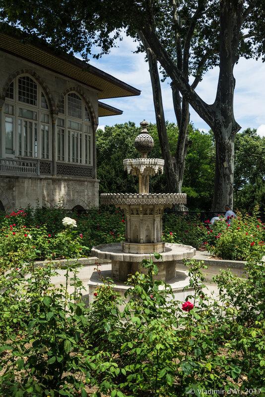 Дворец Топкапы в Стамбуле. Четвертый двор. Сад Тулип.