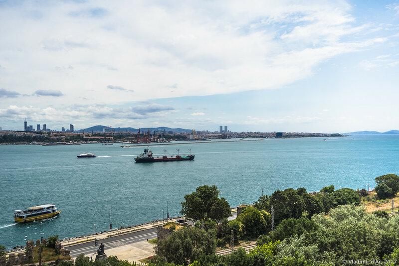 Дворец Топкапы в Стамбуле. Четвертый двор. Вид на Мраморное море.