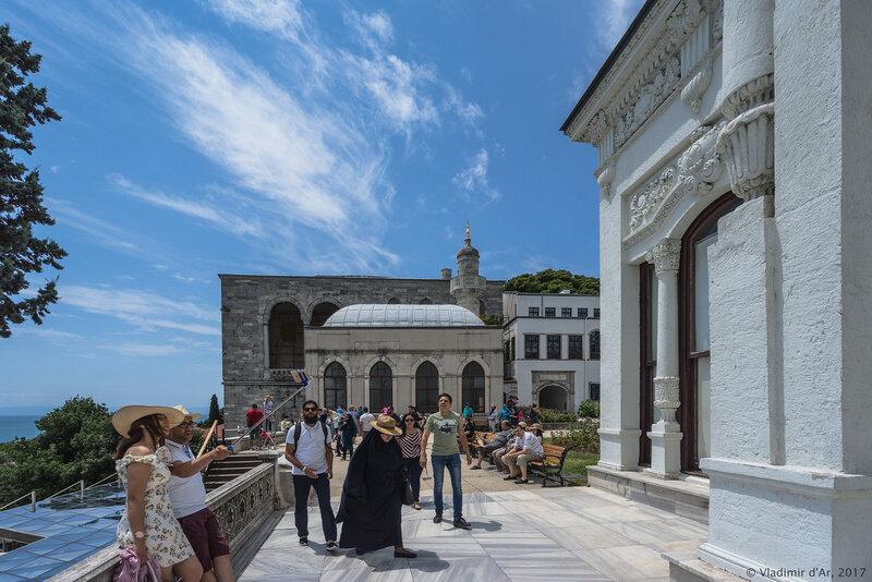 Дворец Топкапы в Стамбуле. Киоск Мечников (SilahdarağaKöşkü).