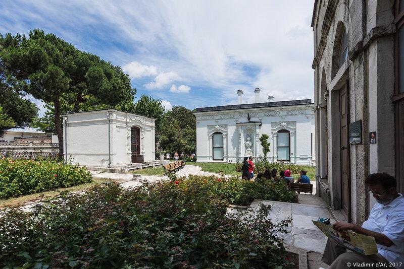 Дворец Топкапы в Стамбуле. Гардеробная (Esvabcıbaşı) и Павильон медицины.