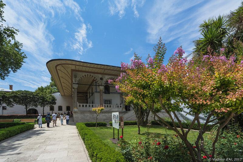 Дворец Топкапы в Стамбуле. Третий двор. Тронный зал, зал Аудиенций (Arz Odası).