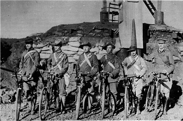 Rand-Rifles-Corps_Most-British-cyclists-were-dressed-and-equipped-as-the-central-figures.jpg