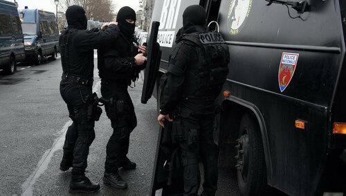 В Париже проводят спецоперацию по поимке террориста