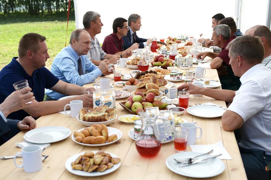 Путин в агрофирме Дмитрова Гора 28.07.16.png