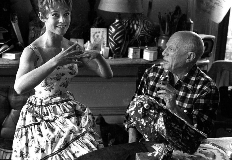 Бардо и Пикассо встретились в 1956 году. Тогда уже состоявшемуся художнику было 74 года, а актрисе —