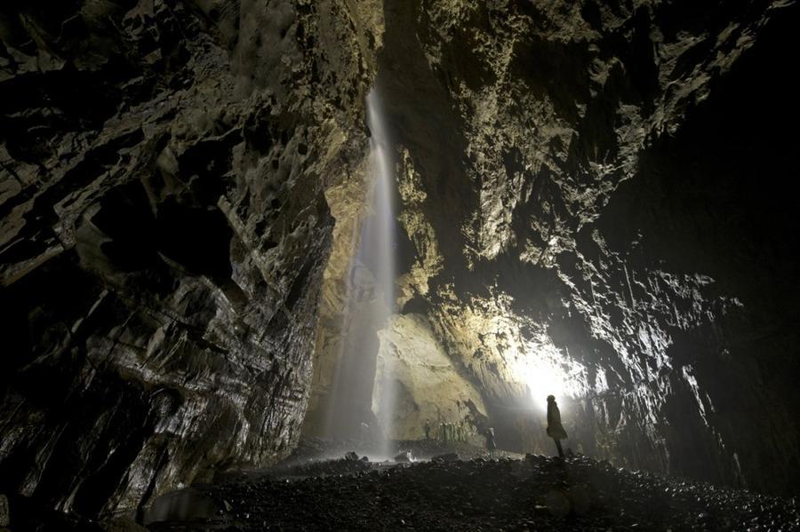 2. Главная камера пустоты Гепинг Джилл, крупнейшей подземной пещеры Великобритании с природным выход