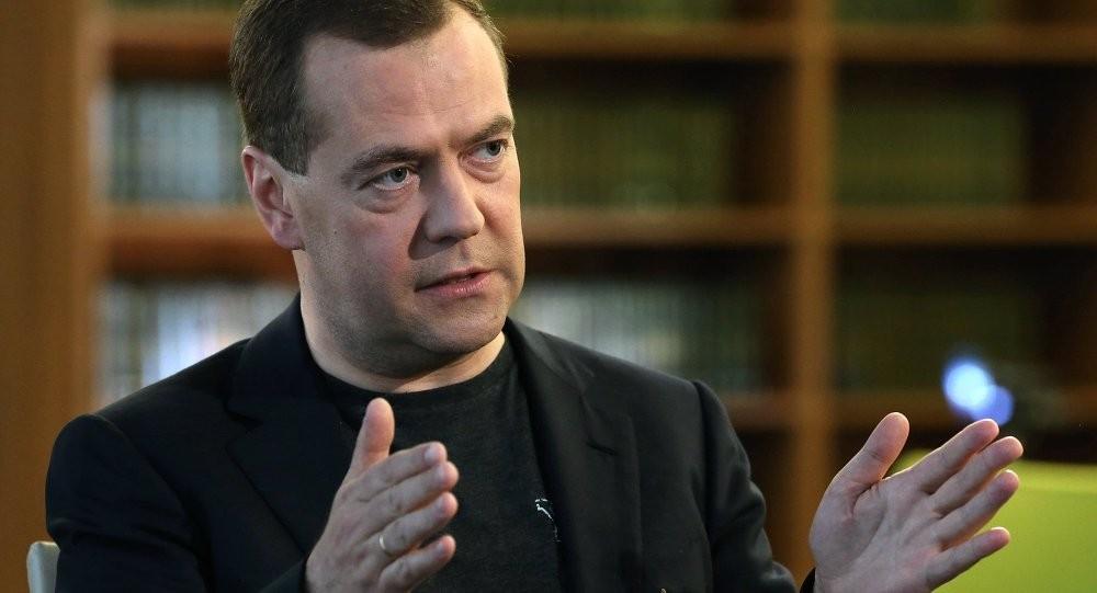 Медведев: Каждая русская семья имеет автомобиль