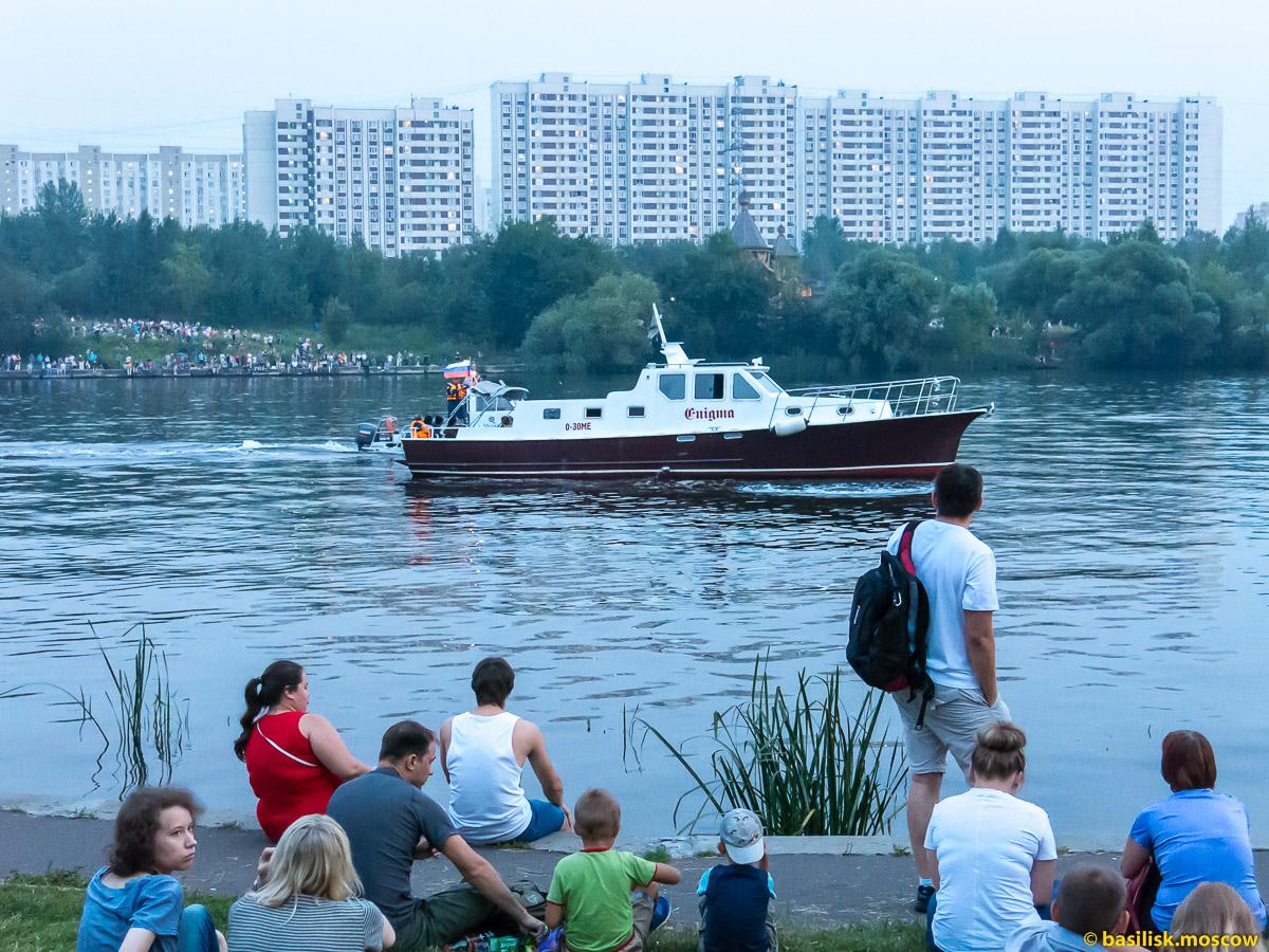 Московский фестиваль фейерверков. Бpaтeeвcкий кacкaдный пapк. 24 июля 2016