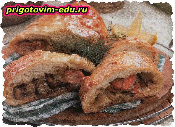 Кулебяка с лососем и грибами