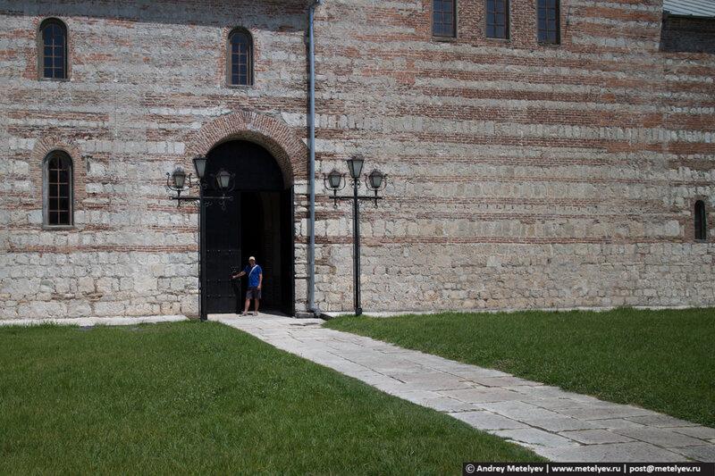 ворота собора в Пицунде