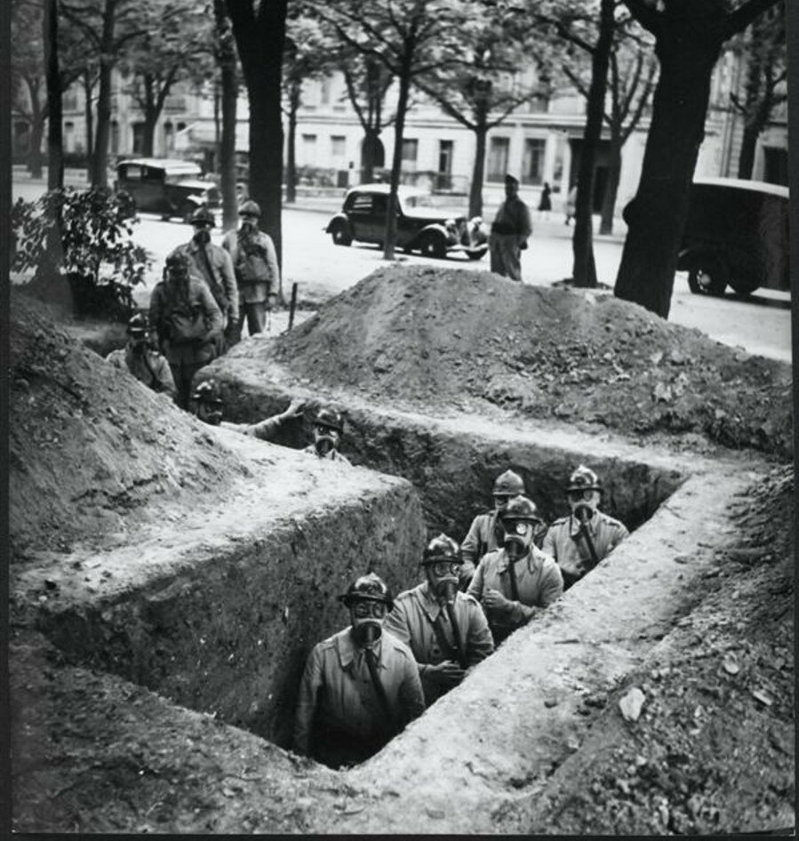 1939. Военные учения на  Елисейских полей