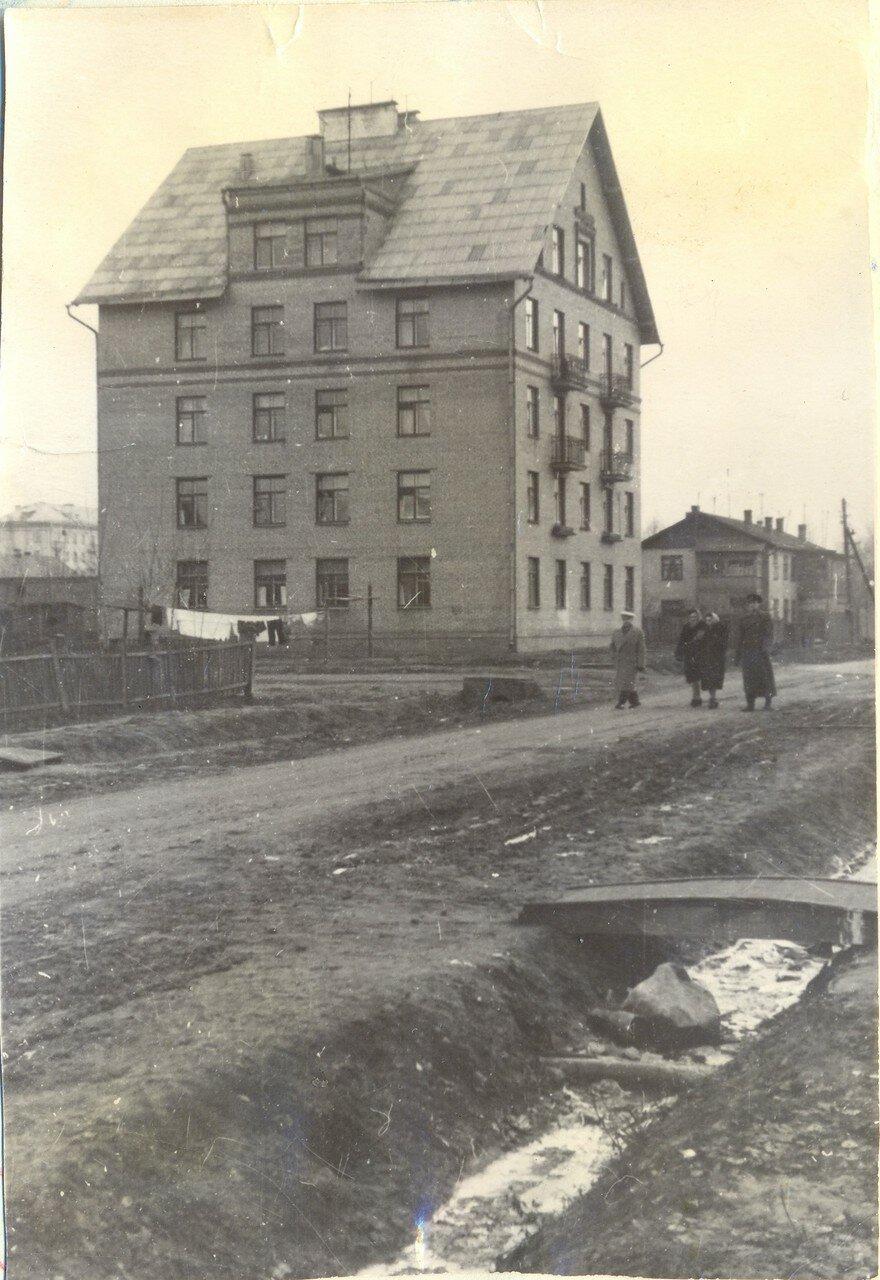 1959. Вид на дом 8 корп. 1 по Сапёрному проезду
