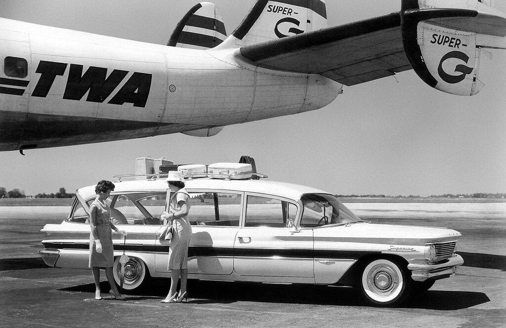 1960_Superior_Pontiac_Caravelle_Limousine_stationwagon_1900x1234.jpg