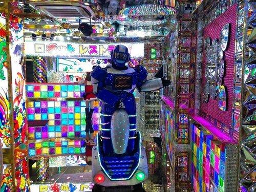 Robot Restaurant в Токио