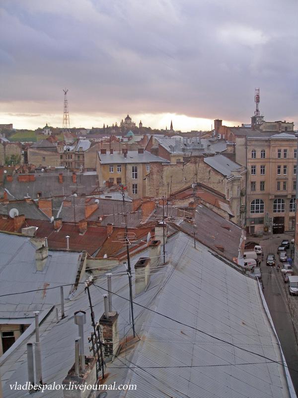 2014-10-18 Львів, панорама, дівчата та кумпель_(12).JPG