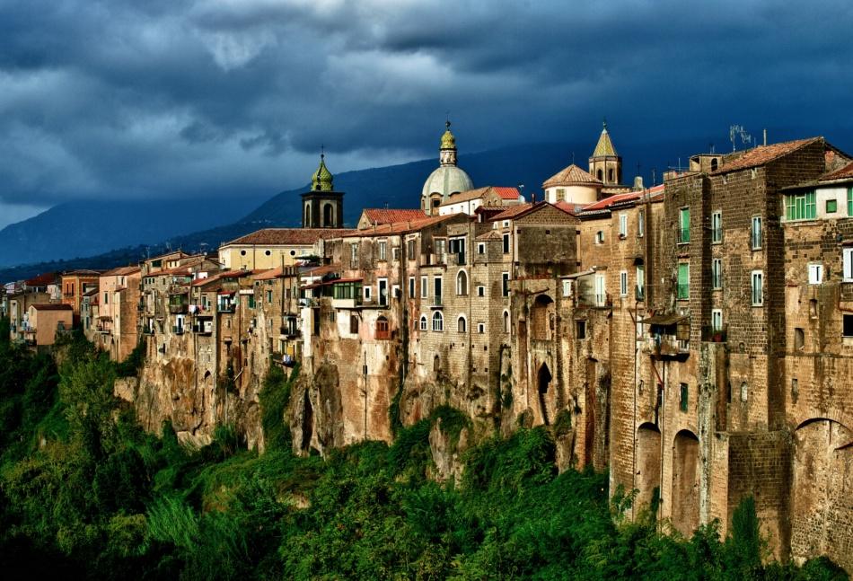 Маленький Сант-Агата-де-Готи находится вИталии между Неаполем иБеневенто, вобласти Кампания.
