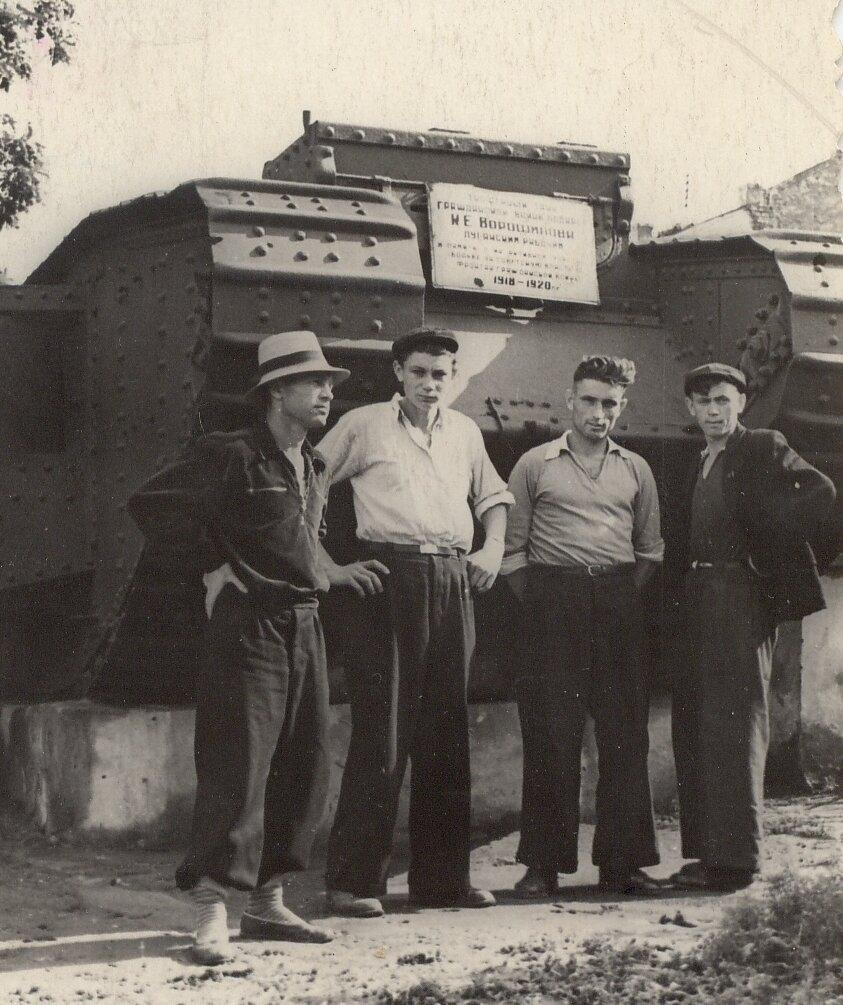 1950. Ворошиловград. Пантелеймоновцы на экскурсии