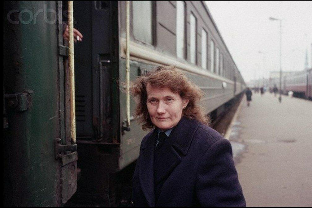 1989. В поезде. Проводница вагона