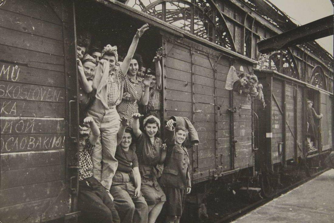 1945. Георгий Маркович Хомзор. Главный железнодорожный вокзал Дрездена, 2-е  мая