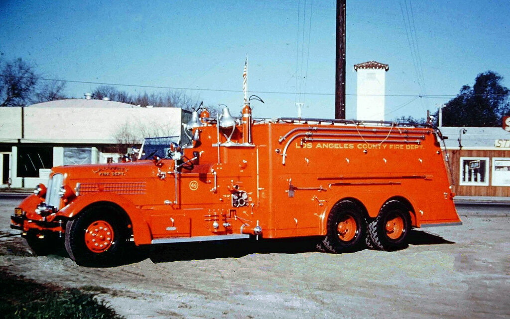 1938 Seagrave water tanker of the Los Angeles County Fire Dept.JPG