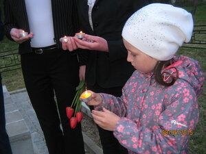 """8 мая 2015 года, с. Рябчи, акция """"Зажги свечу""""."""