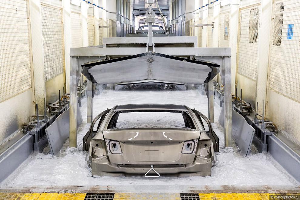 17. Обработка кузовов перед покраской производится методом распыления и погружения кузова в спе