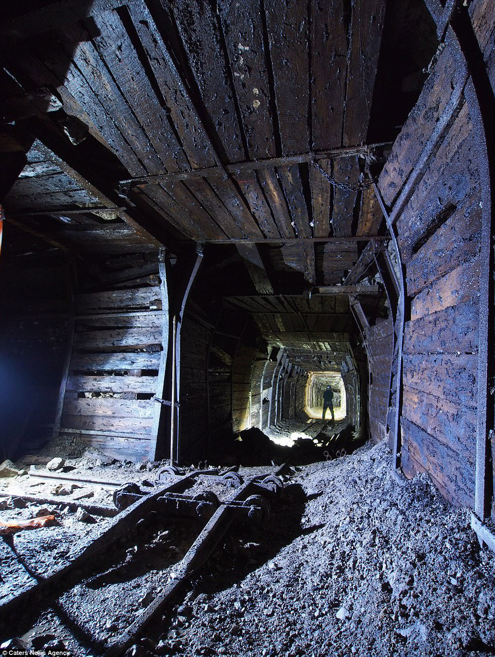 4. Опасно. В некоторые старые шахты никто не заходил десятилетия.
