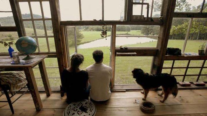 Ник Ольсен и лила Горвиц построили его из переработанных оконных стёкол. Дом-малютка