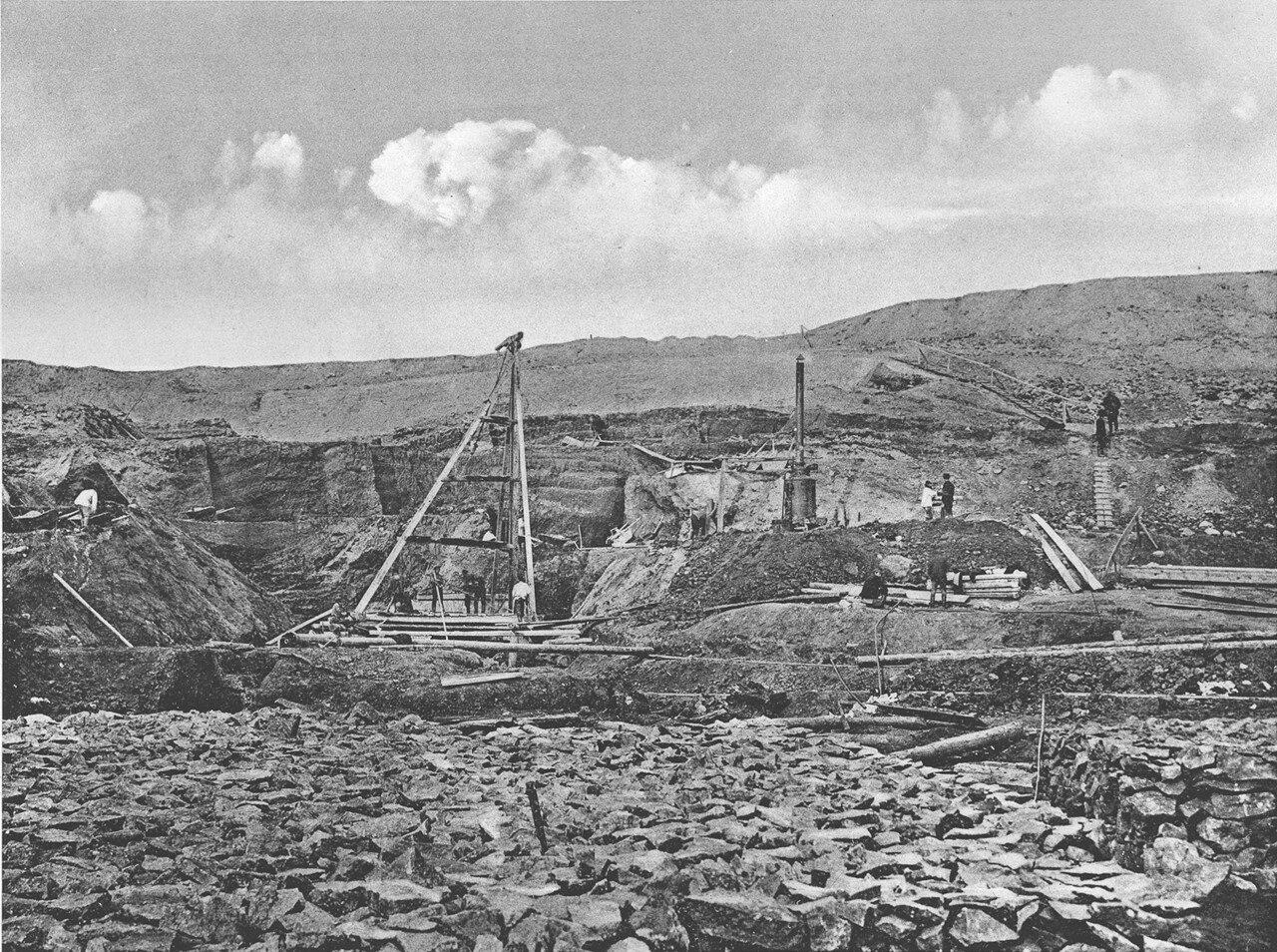 58. 2572 верста. Вид на работы по удлинению трубы у сплывшей насыпи. Строительный период 1910