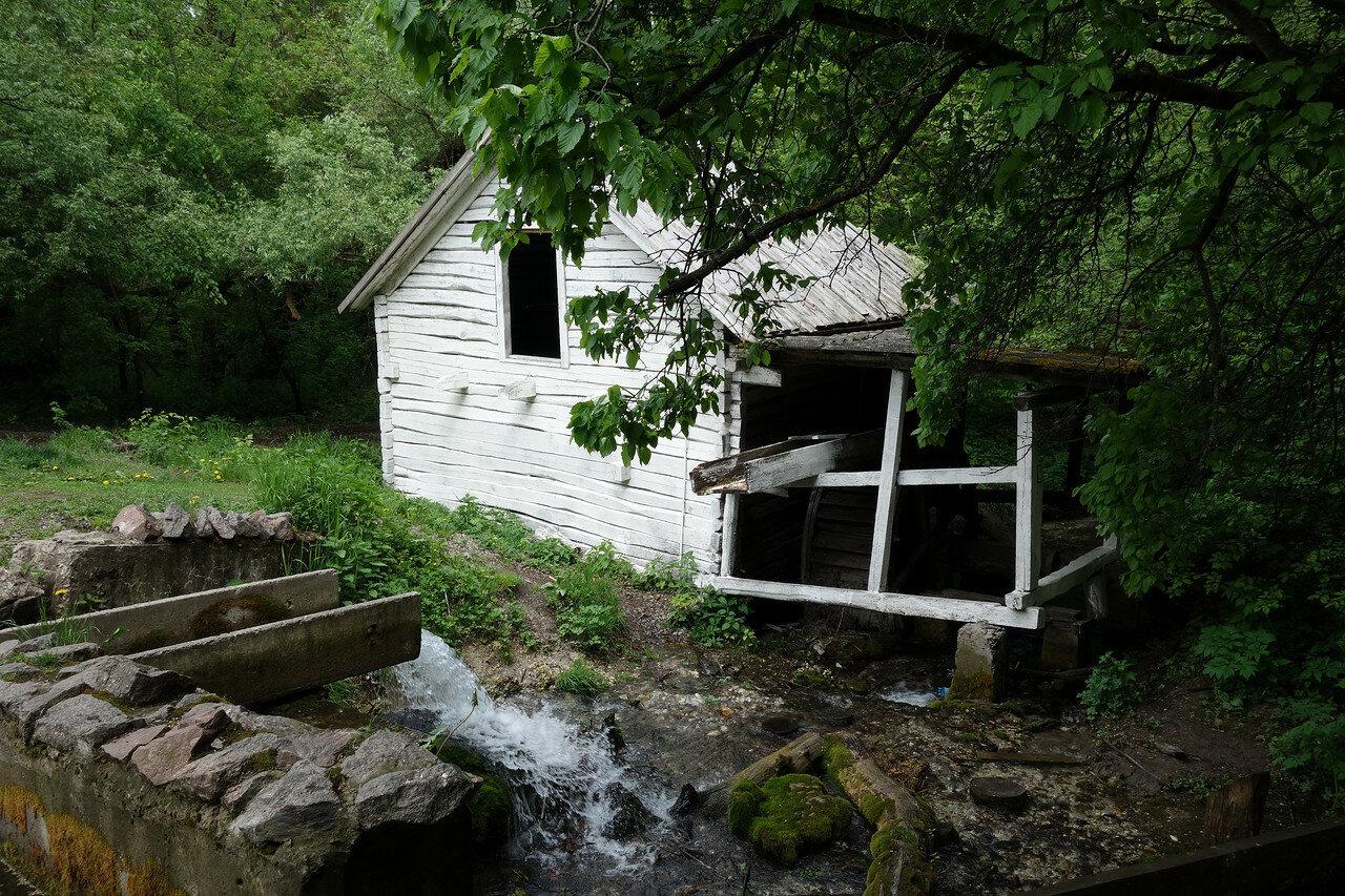 бывшая водяная мельница у Колодежного
