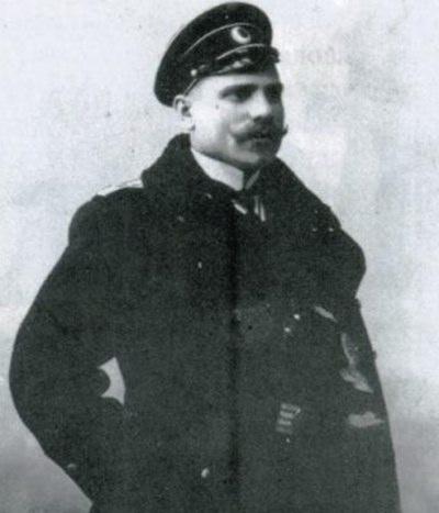 Седов. в форме офицера военно-морского флота (1902 г.).jpg