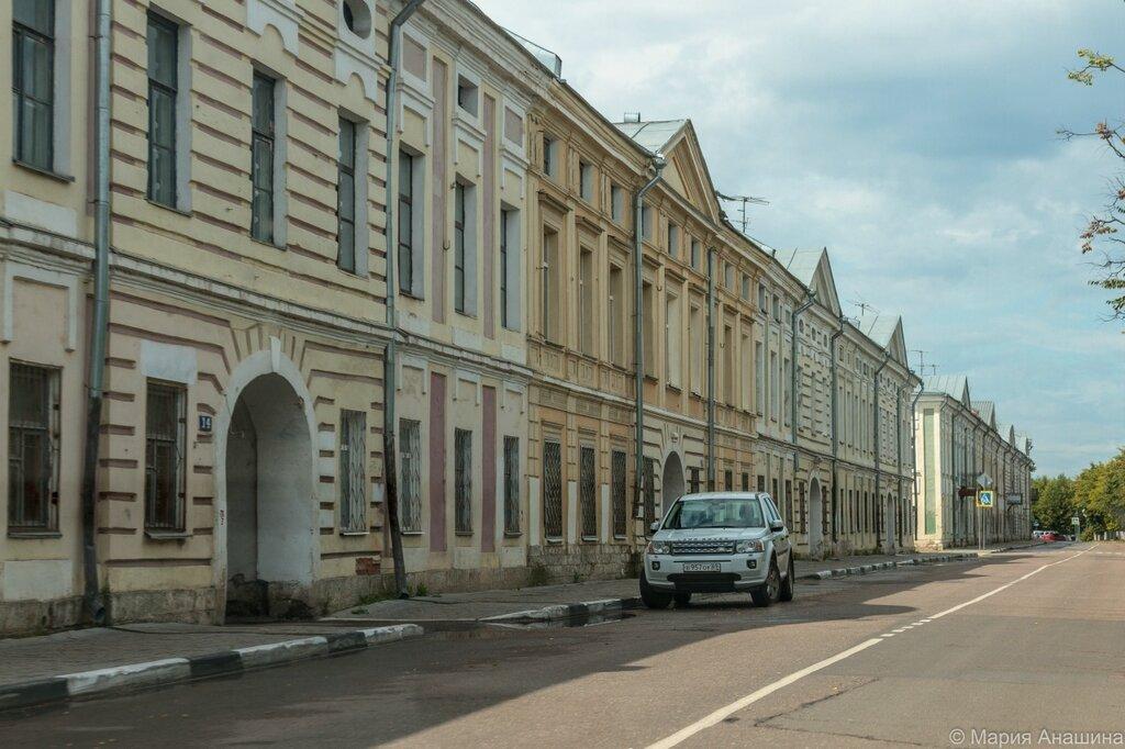 Старинные дома по набережной Степана Разина