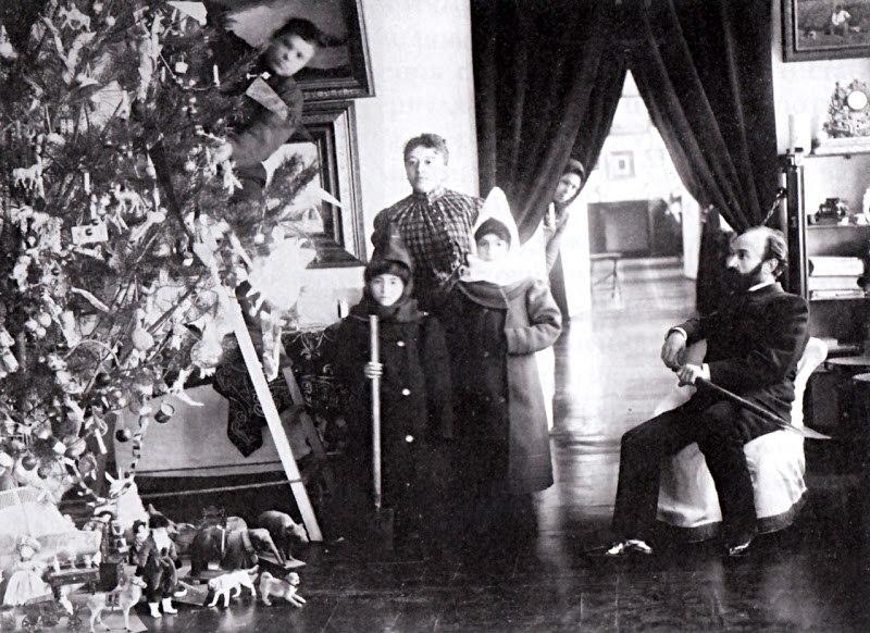 Перед Рождеством в семье Власовских. Ахтырка. Нач. 1910-х