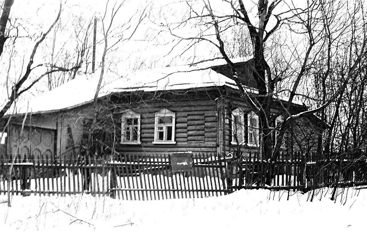 1981. Улица Нижняя, вид крупным планом на правление колхоза Огородный Гигант