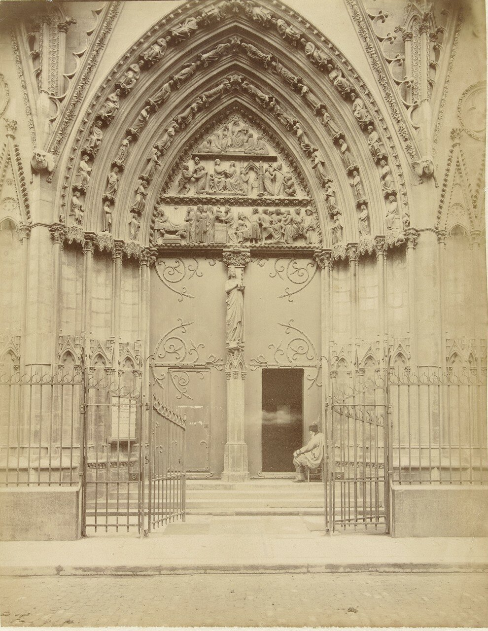 13. Северный портал собора