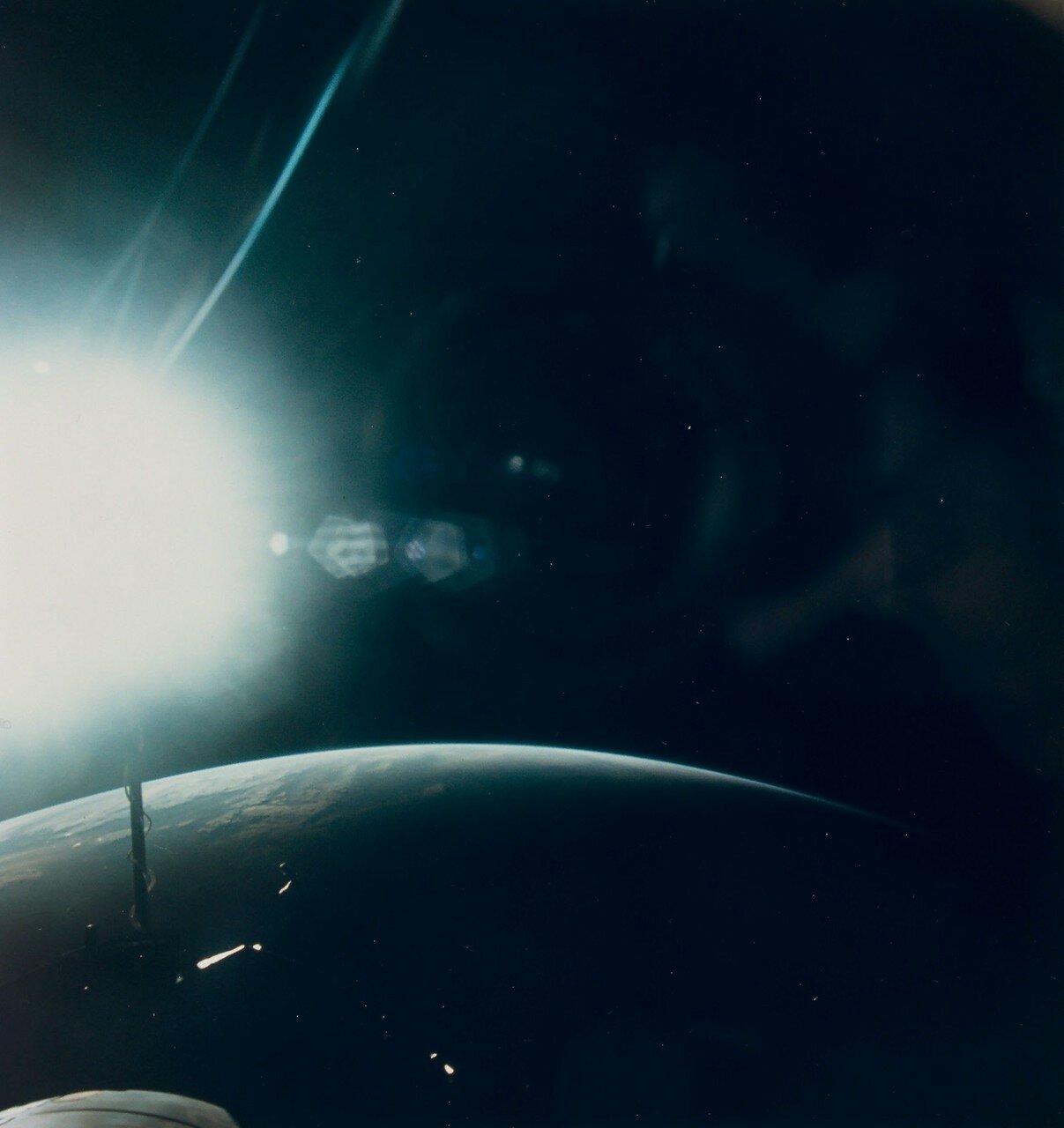 1965, сентябрь. Земной лимб на закате. Джемини-11