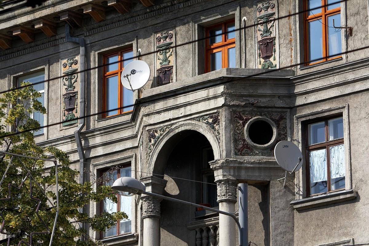Жилой дом. Памятник архитектуры местного значения (построен в начале 50-х годов ХХ века)
