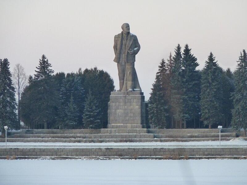 Памятники в волгограде фото и названия Южно-Сахалинск памятники из гранита каталог фото и цены 585