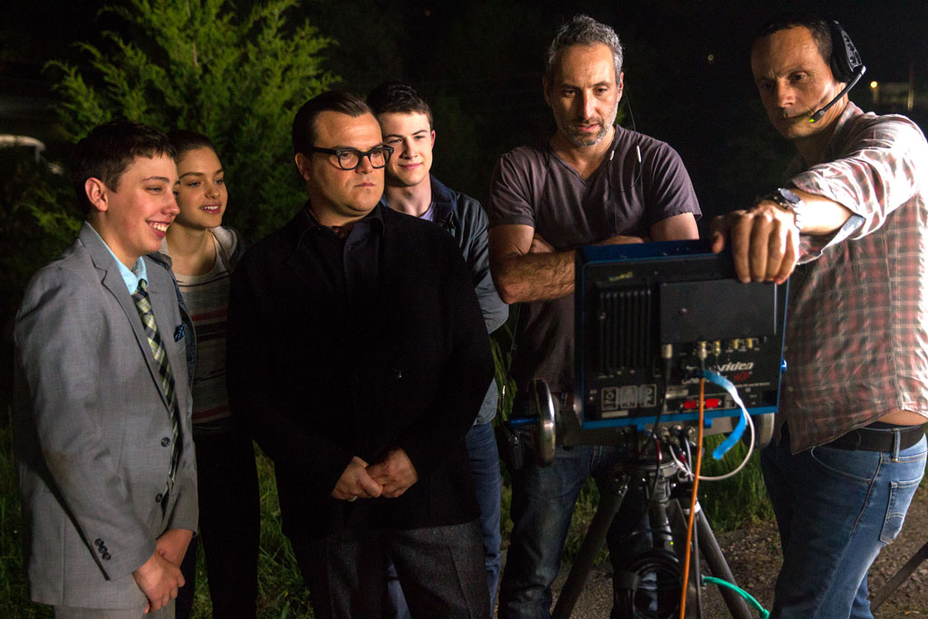 "L-r, Ryan Lee, Odeya Rush, Jack Black, Dylan Minnette, Director Rob Letterman with camera operator Jacques Jouffret on the set of Columbia Pictures' ""Goosebumps."" - Goosebumps"