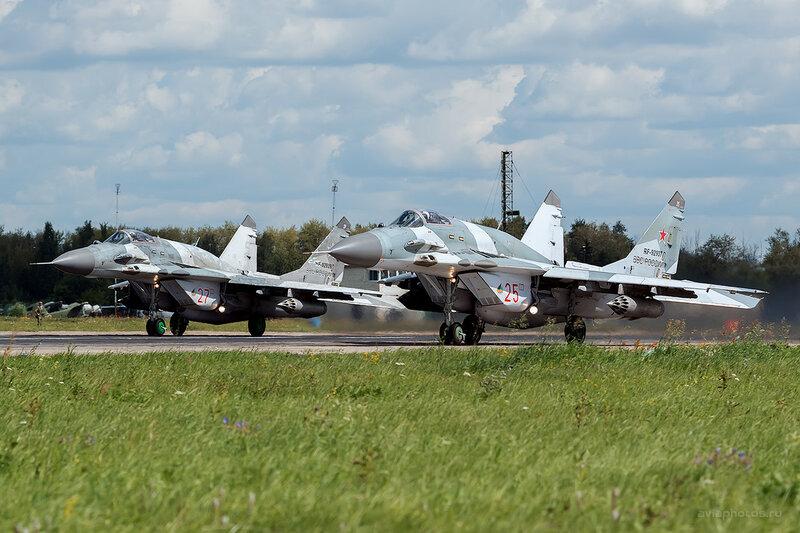 Микоян-Гуревич МиГ-29СМТ (RF-92937 / 25 красный) D800123b
