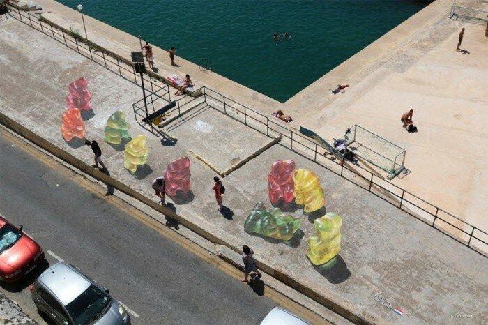 Уличный художник Leon Keer.
