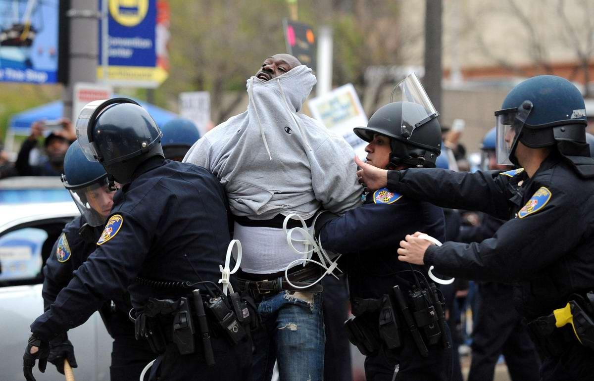 Конец полицейскому государству: Массовые протесты и уличные погромы в Балтиморе (США) (56)