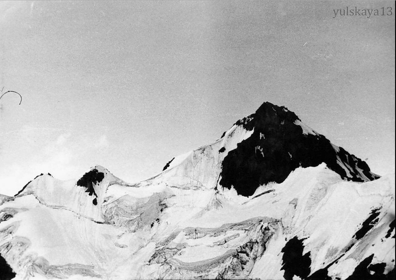 29. Пик Комсомола - высота 4376 метров