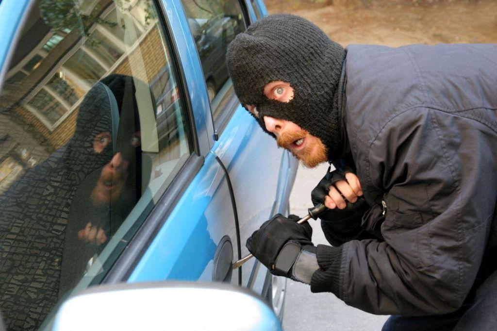 Два молодых минчанина заключены под стражу за угон и уничтожение автомобиля
