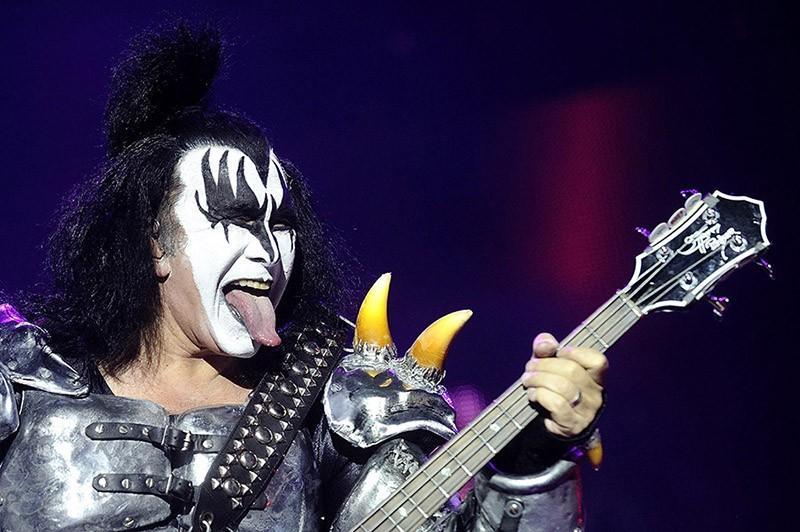 5. Джин Симмонс. Басист группы Kiss заявлял, что у него есть фотографии 5000 женщин, с которыми он с