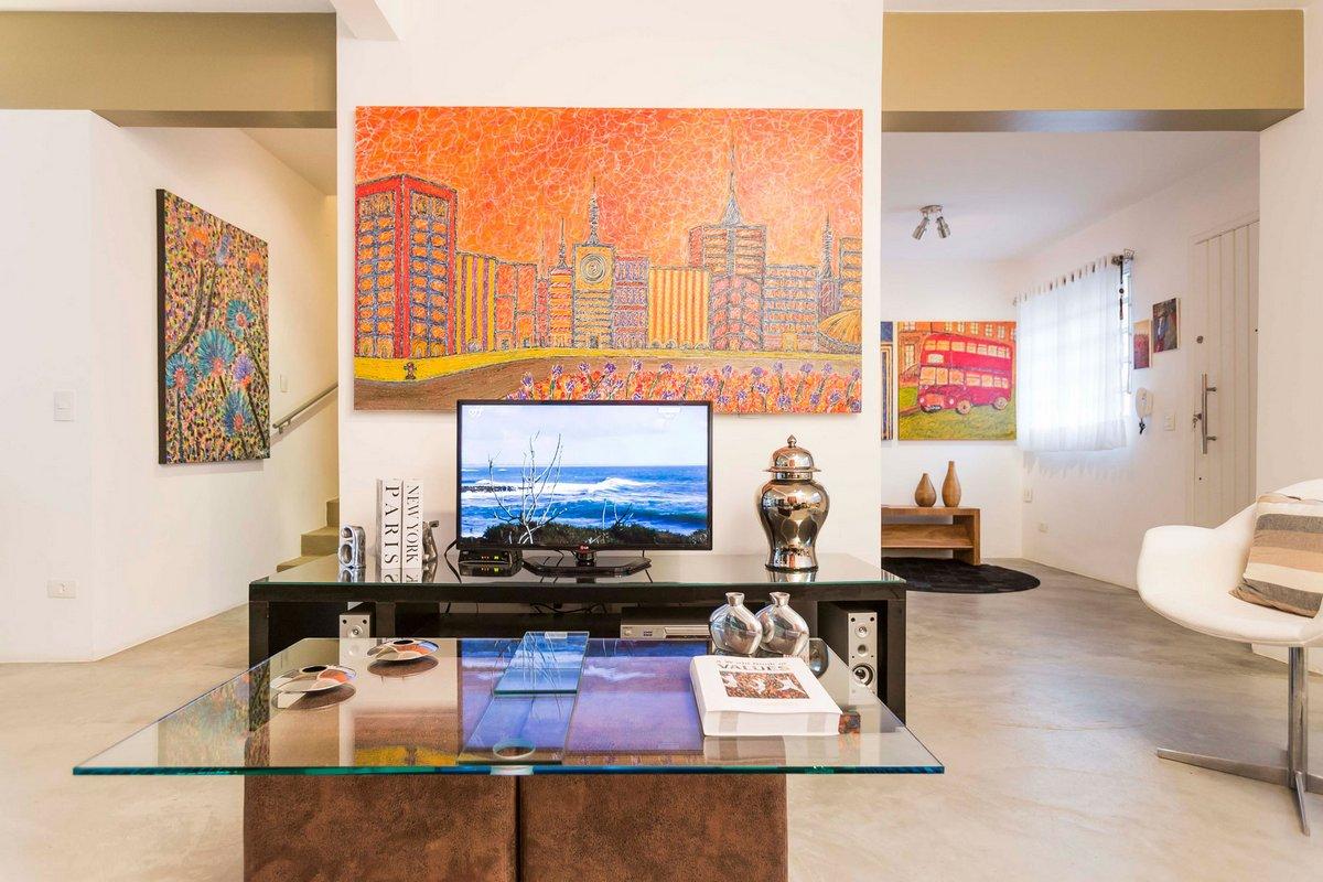 Granja Julieta Residence, Cristiane Bergesch Arquitetura e Interiores, много зелени в интерьере, яркие картины в интерьере, яркая мебель в интерьере
