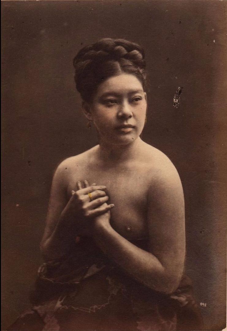 Портрет любовницы барона  Раймунда фон Штильфрида  топлесс и с европейской прической, ок 1870-1875