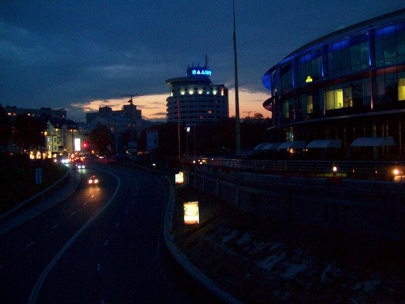 Гостиница Салют вечером