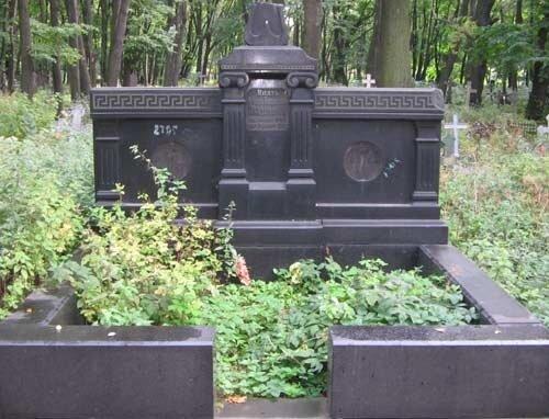 Надгробье князя Леонида Николаевича Оболенского, деда Константина Симонова на Новоевичьем кладбище СПб