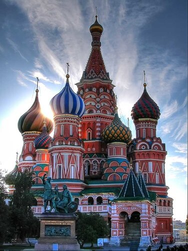 Москва - не только столица России, это магнит, притягивающий к себе любящие сердца и души.